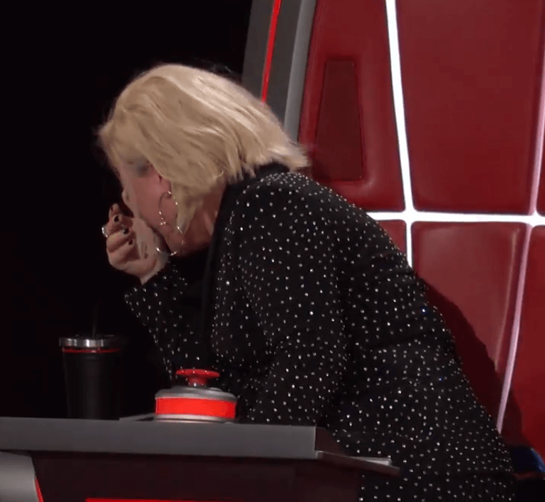 """Kelly Clarkson laughing on """"The Voice"""""""