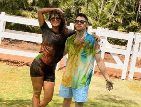 Nick Jonas And Priyanka Chopra Celebrate Holi In India With Mukesh Ambani's Family [VIDEO]