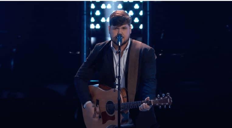 The-Voice-Blake-Shelton-Dexter-Roberts