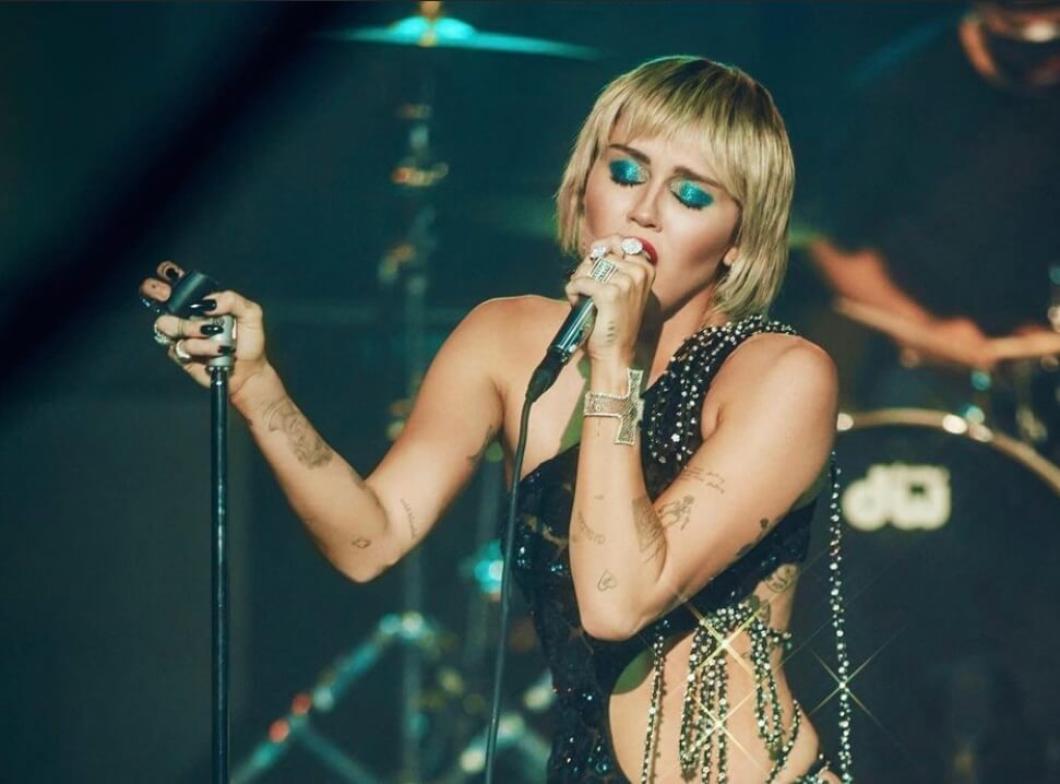 Miley-Cyrus-Rolling-Stone-Nude-Photos-The-Voice