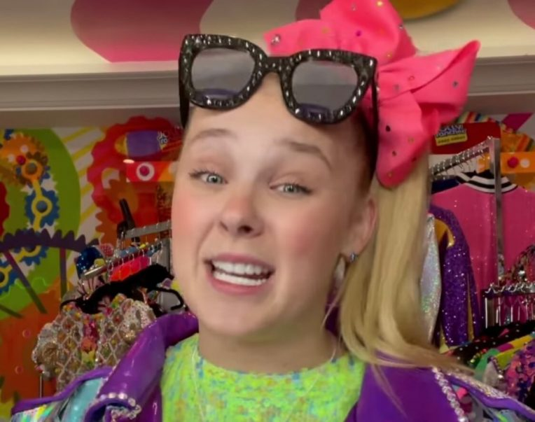 JoJo Siwa Addresses Inappropriate Card Game That Had Moms FURIOUS