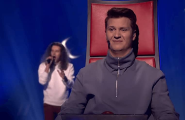 Did Harry Styles Just Blind Audition His Own Song For 'The Voice'?!