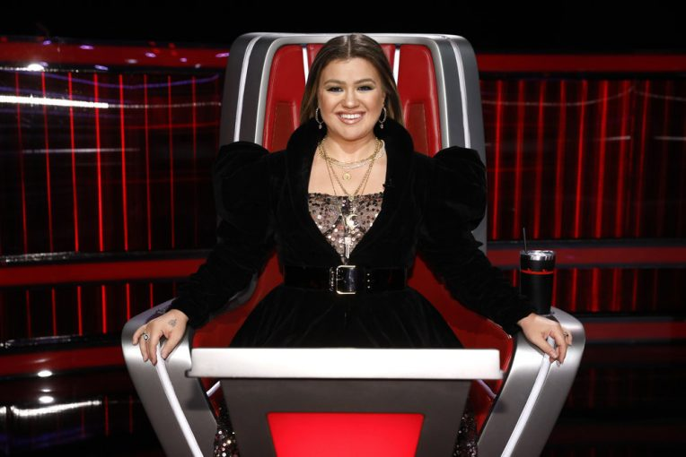 Comments On Kelly Clarkson's 'The Voice' Style Raise Double Standard