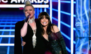Paula Abdul Dances to 'Since U Been Gone' During Kelly Clarkson's Latest Performance